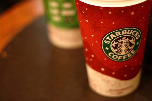 スターバックスコーヒーのクリスマスデザインカップ